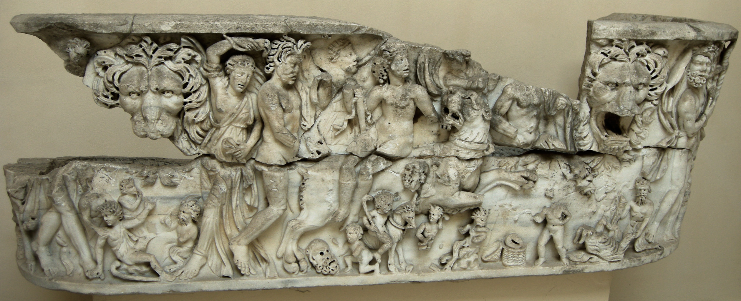 Lenos-sarcophagus with Dionysus on a panther (the front relief). Marble. Ca. 230—260 CE.  Inv. No. 1140. Ostia, Archaeological Museum