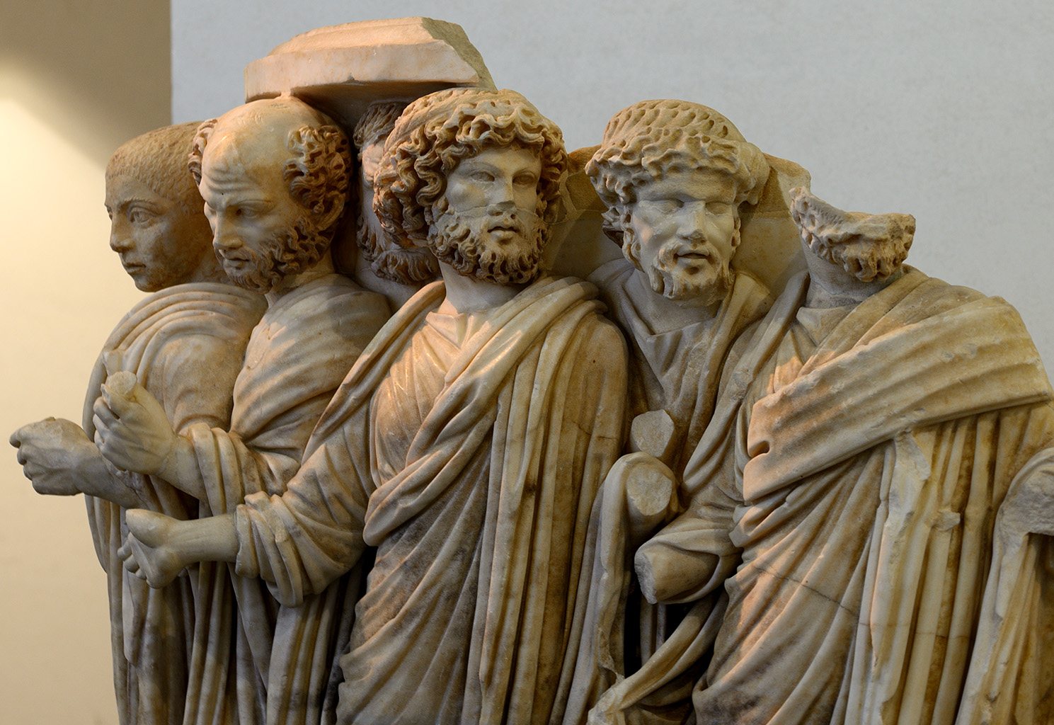 A lenos sarcophagus with processus consularis (a procession for the appointment of a consul). Close-up. Greek marble (Parian?). Rome, c. 270 CE. Inv. No. 126372. Rome, Roman National Museum, Palazzo Massimo alle Terme