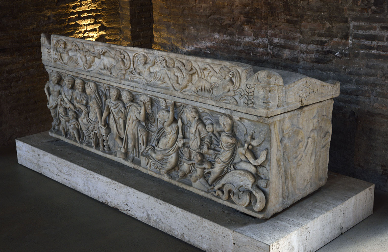Sarcophagus with the myth of Medea. Marble. 2-nd half of the 2-nd cent. CE. Rome, Roman National Museum, Baths of Diocletian, Aula X