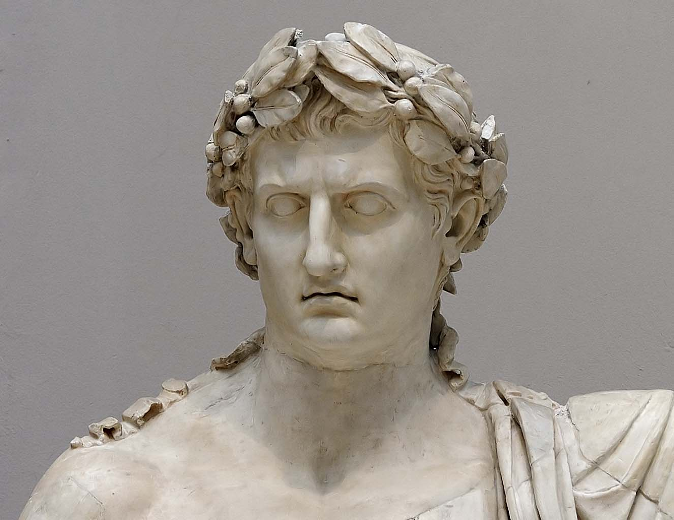 Augustus as Jupiter Capitolinus. Detail. Marble. 45—50 CE. Head is modern work by sculptore Filippo Tagliolini (1745—1809). Inv. No. 6040. Naples, National Archaeological Museum
