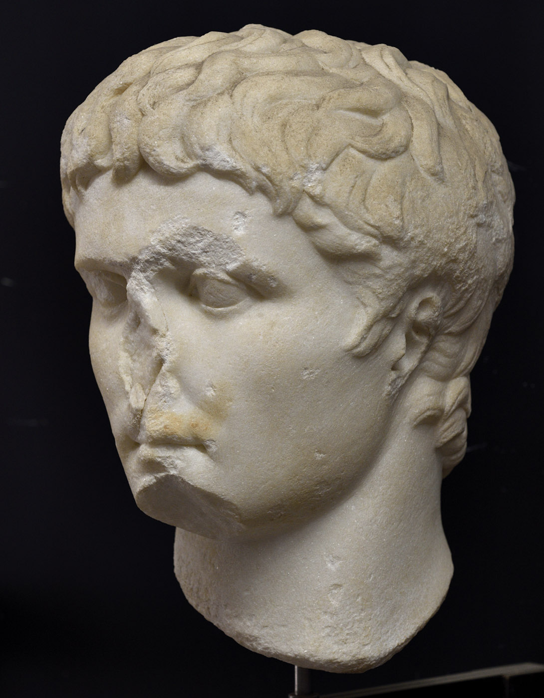 Head of Augustus. Medium/fine grained white parian marble. First half of the 1st century CE. Baia, Archaeological Museum of the Phlegraean Fields