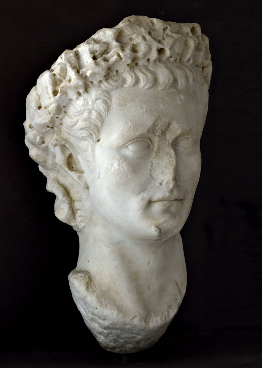 Caligula with civic crown (corona civica). White marble of greek provenance (thasian?). Rome, 37—41 CE. Inv. No. 14. 37. Baia, Archaeological Museum of the Phlegraean Fields