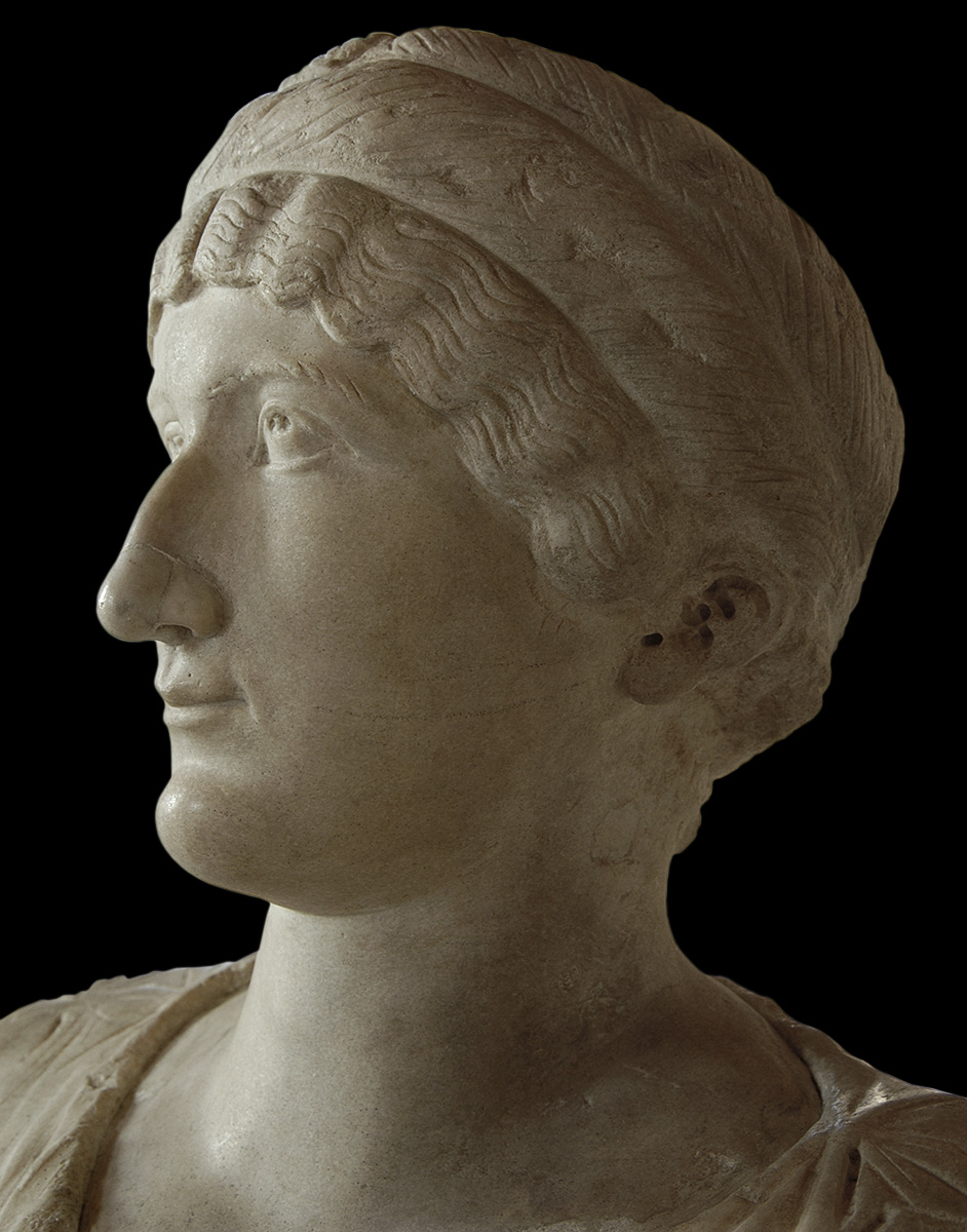 A female sitting statue with portrait head of Helen, mother of Constantine the Great. Detail. Marble. Statue: 2nd cent. CE, head: 320—325 CE. Inv. No. MC496. Rome, Capitoline Museums, Palazzo Nuovo, Hall of the Emperors