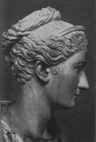 Bust of Sabina. Marble. Hadrian's time. Rome, Vatican Museums