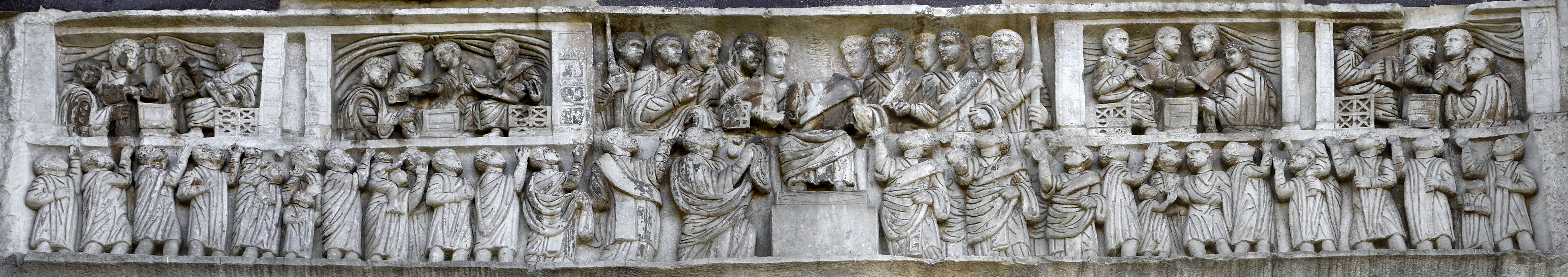 Constantine and his attendants distributing largess to the Roman people (largitio). Relief of the frieze on the eastern side (Constantinian frieze). Marble. 312—315 CE. Rome, Arch of Constantine
