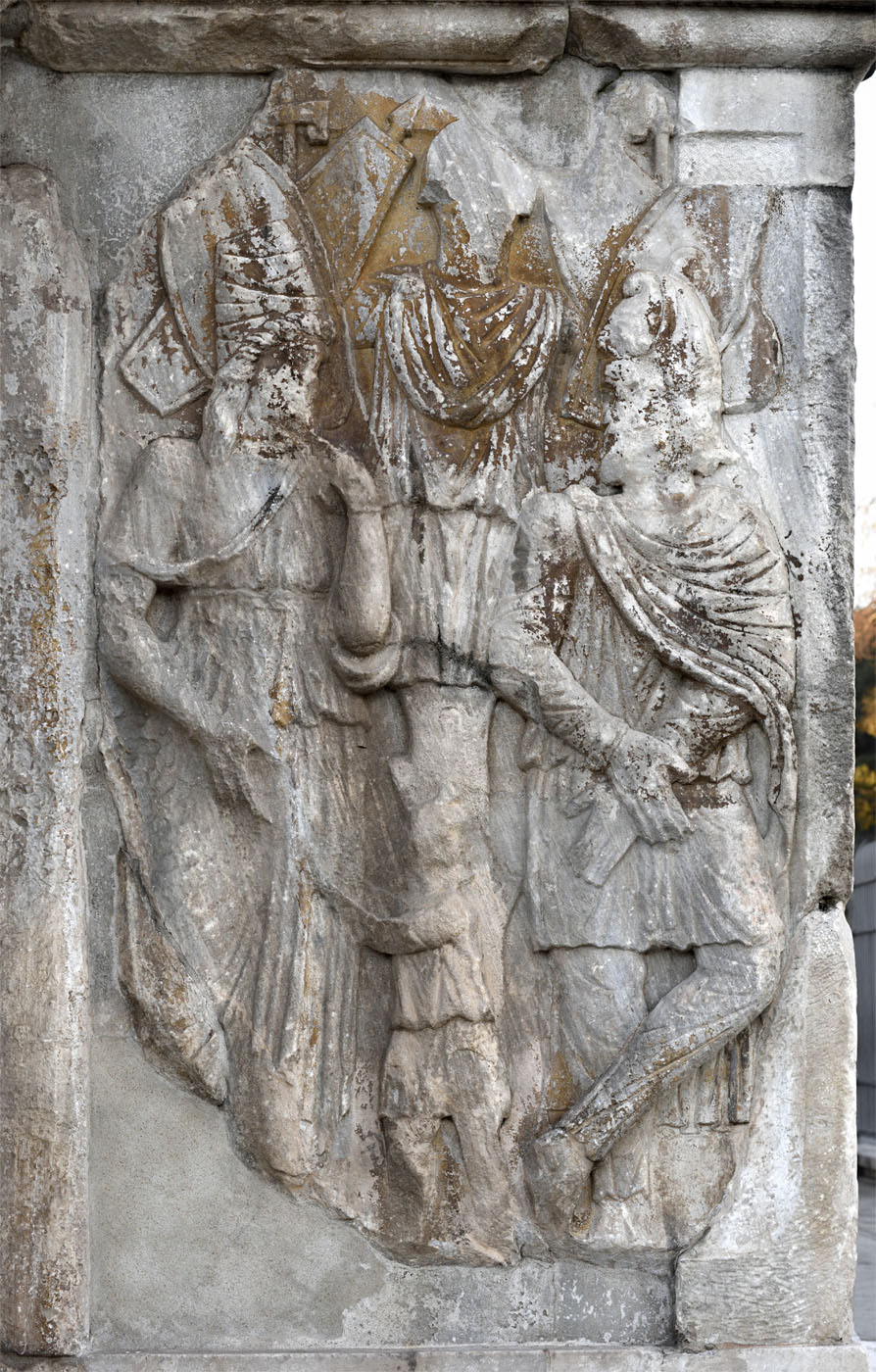 Captured barbars and the trophy. Relief of the column plinth. Marble. 312—315 CE. Rome, Arch of Constantine, North face