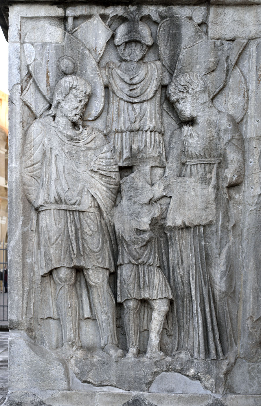 Captured barbars and the trophy. Relief of the column plinth. Marble. 312—315 CE. Rome, Arch of Constantine, South face