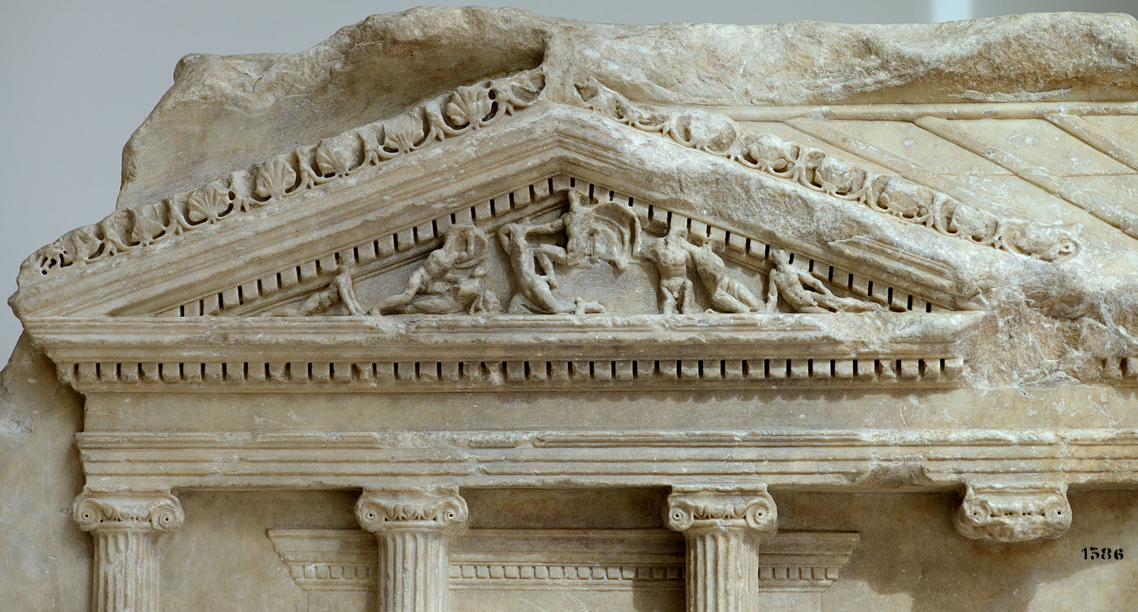 Relief with ionic temple with four columns on the front (close-up). Luni marble. 1st—2nd centuries. Inv. No. 1386. Rome, Capitoline Museums, Museum Montemartini (Centrale Montemartini), II. 70a