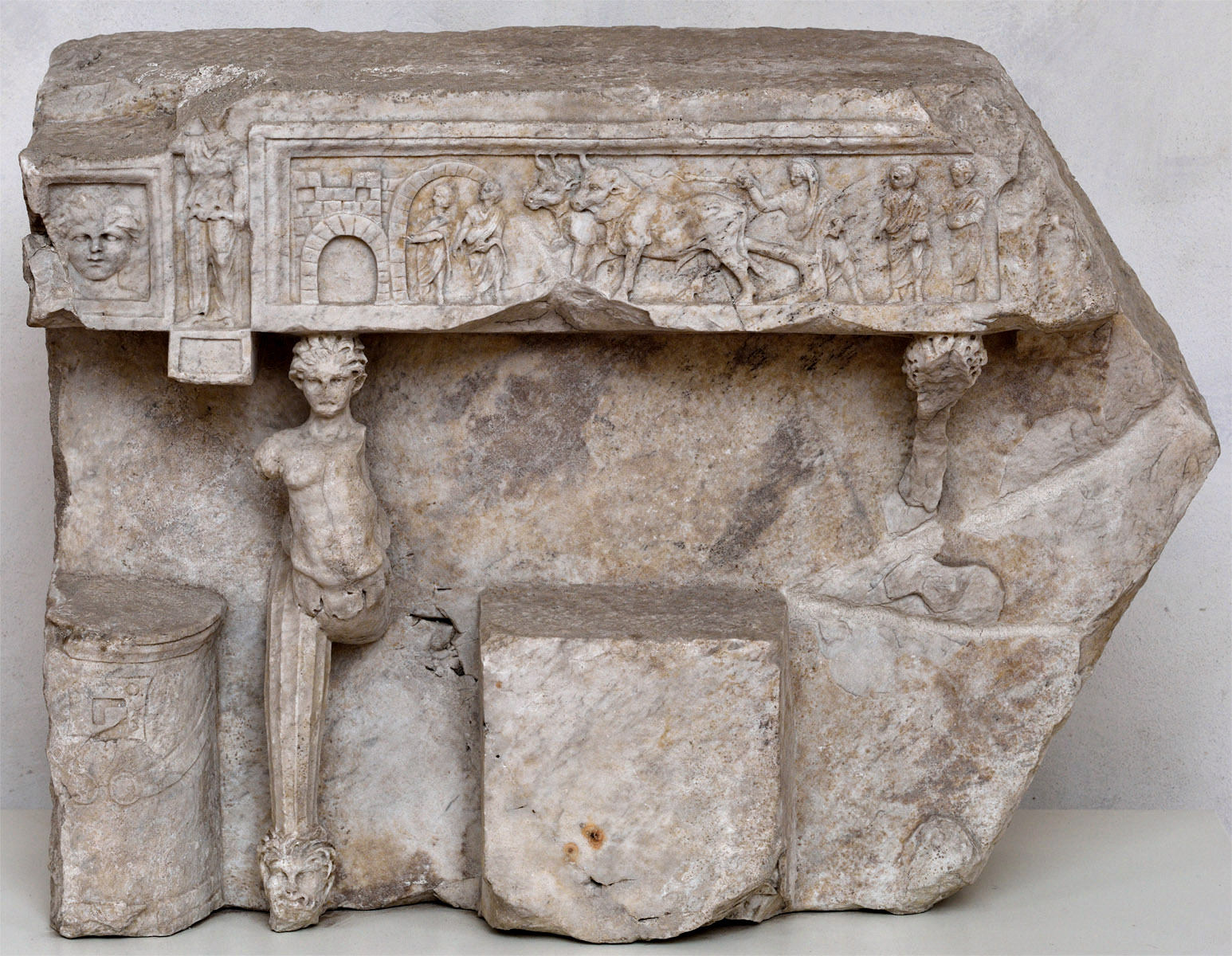 Marble block with a relief portrayal of a folding curule seat (sella curulis). Marble. Antonine period. Inv. No. 394442. Rome, Roman National Museum, Baths of Diocletian, Small courtyard of Certosa