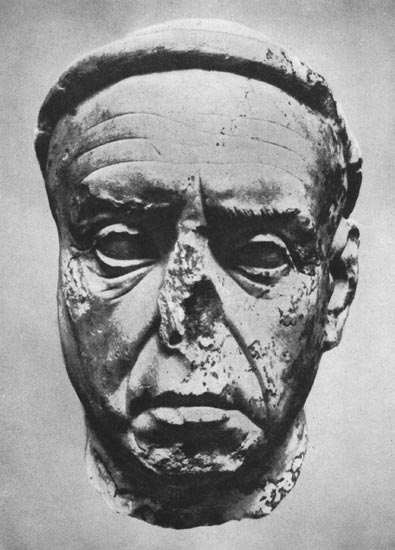 Head of a priest. Marble. Second half of the 1st century BCE. Athens, Museum of the Ancient Agora