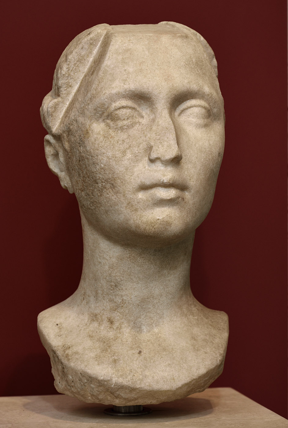 Unknown woman. Luna marble. Ca. 30—40 BCE. Inv. No. 126391. Rome, Roman National Museum, Palazzo Massimo alle Terme