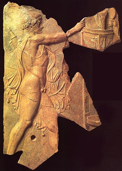 Struggle between Apollo and Heracles for the Delphian tripod. Terracotta. 36—28 BCE. Rome, Palatine Museum