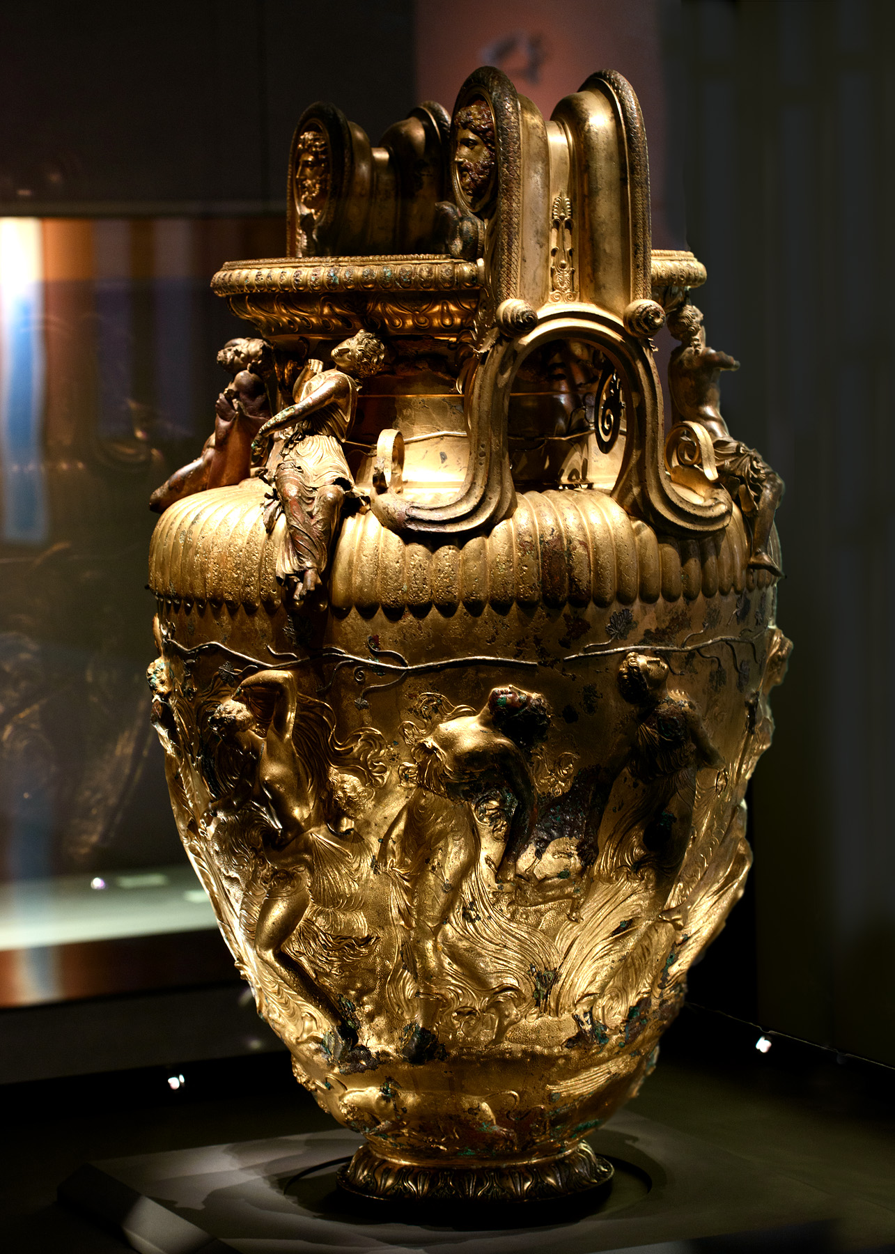 The Derveni krater. Bronze. 330—320 BCE. Inv. No. B1. Thessaloniki, Archaeological Museum