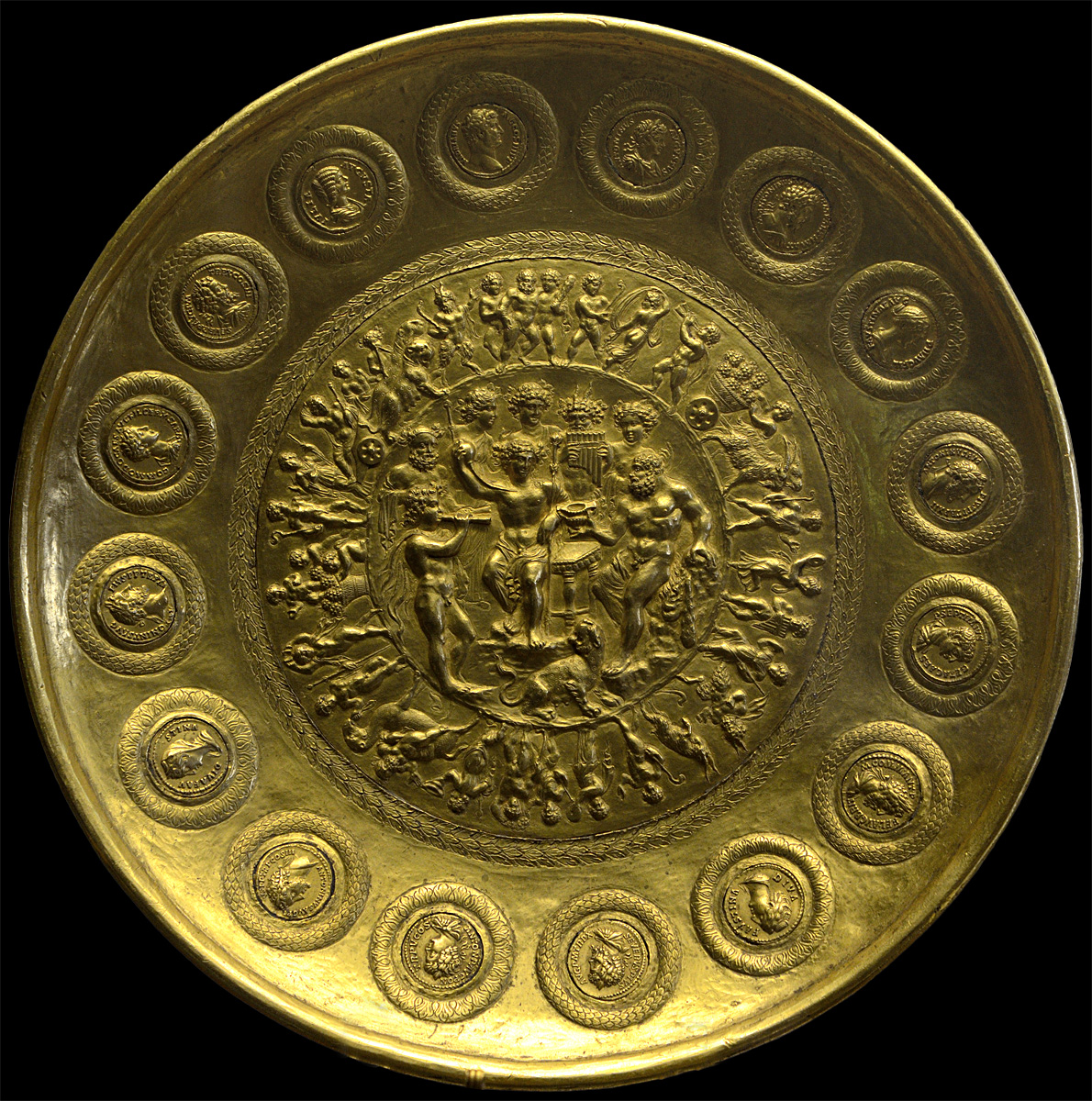 Patera of Rennes. Gold. Early 3rd century CE. Diameter 25 cm, weight 1375 g. Inv. No. 56.94. Paris, National Library, Cabinet des Médailles