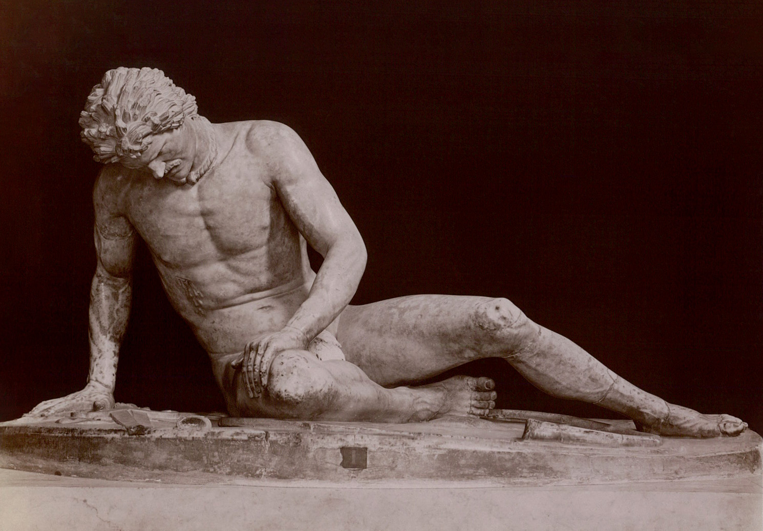 A dying gladiator. Marble. Rome, Capitoline Museums, Palazzo Nuovo, Hall of the Gaul