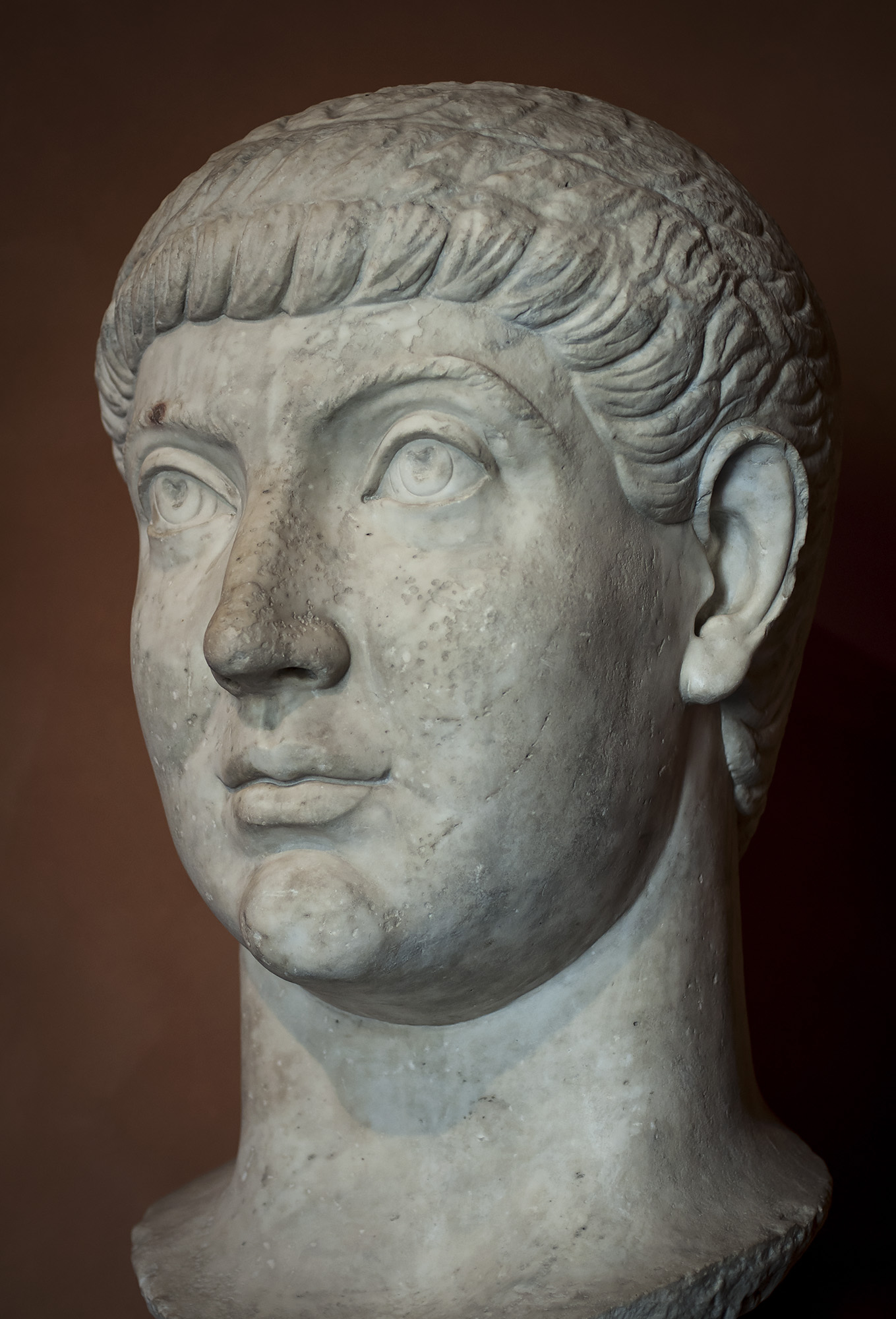 Colossal portrait of Constantius II (337—361), or of his brother Constans I (337—350). Marble. Late Age of Constantine (306—337). Inv. No. MC 2882. Rome, Capitoline Museums, Palazzo dei Conservatori, Medieval Room