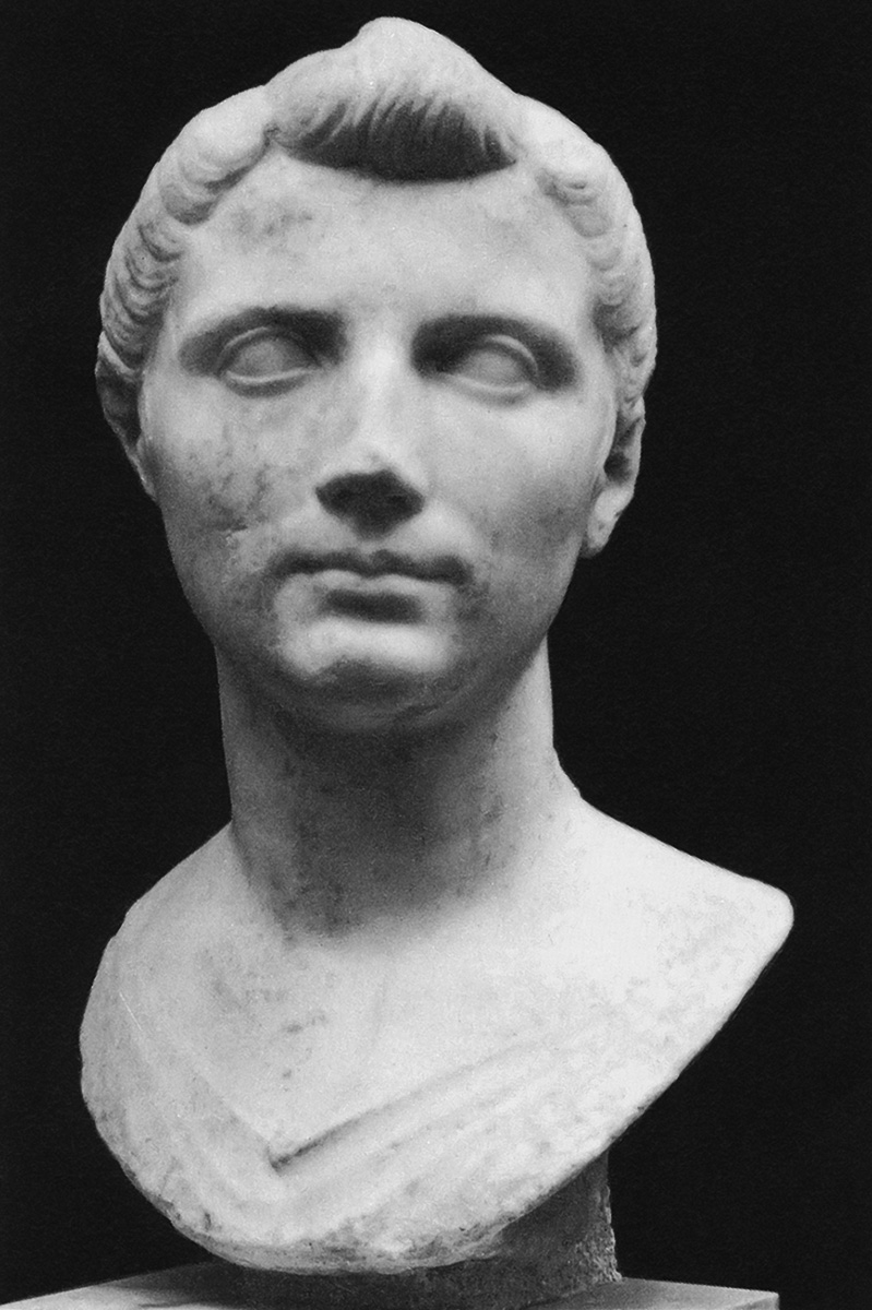 Bust of a young woman (Octavia?). Marble. Ca. 40 BCE. Inv. No. 121221. Rome, Roman National Museum, Palazzo Massimo alle Terme