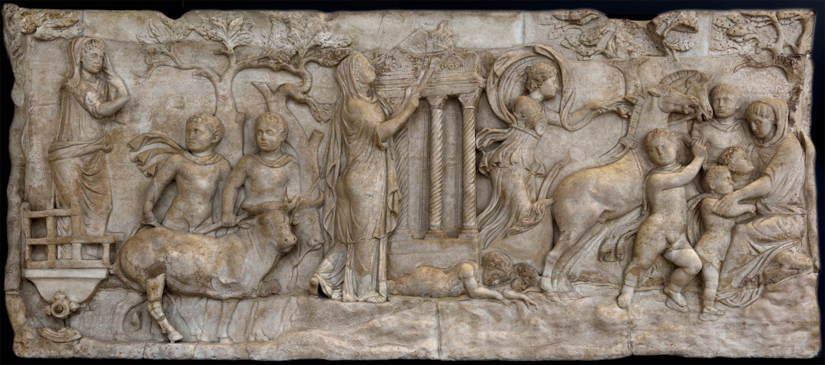 Myth of Cleobis and Biton. Relief lid of a funerary loculus in Rome. Marble. Roman work. Mid-2nd cent. CE. Inv. No. 235. Venice, National Archaeological Museum