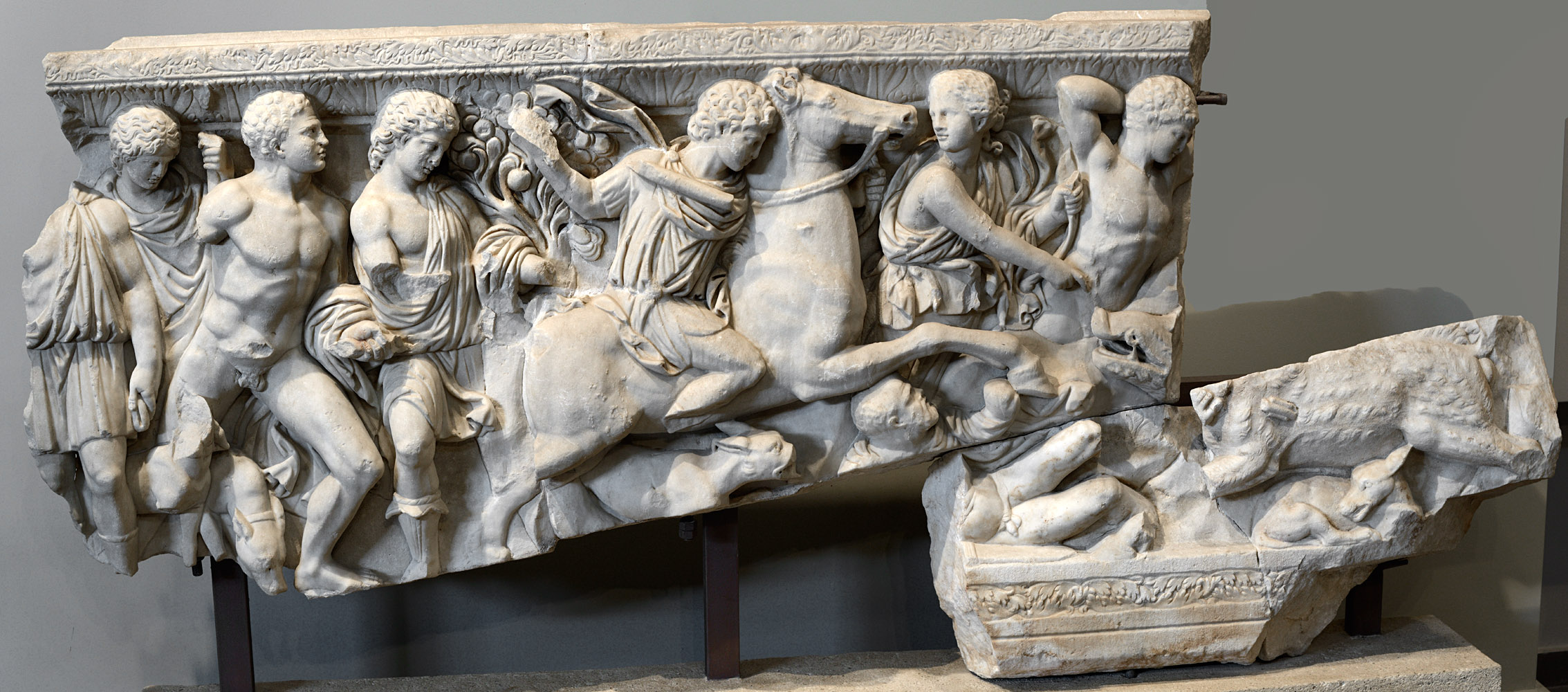 Fragments of an attic sarcophagus with a scene of Calydonian hunt (front relief). Marble. 225-250 CE. Thessaloniki, Archaeological Museum